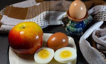 Яйцо и яблоко