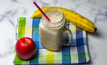 Бананово-яблочный молочный коктейль