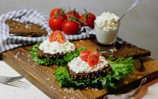 Бутерброд с зернёным творогом