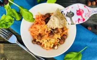 Куриный холодец с овощным салатом