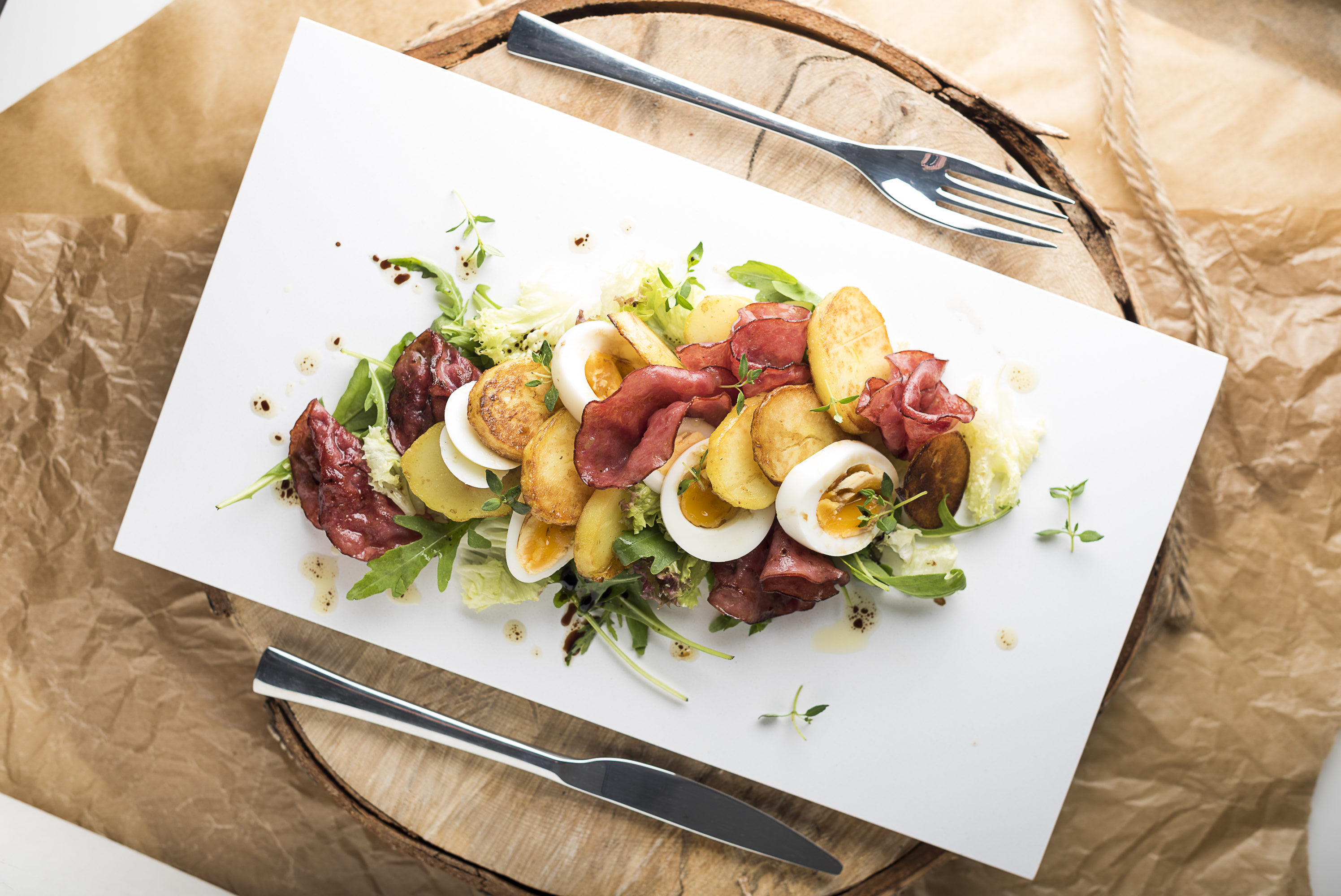 Салат из ветчины с яйцом